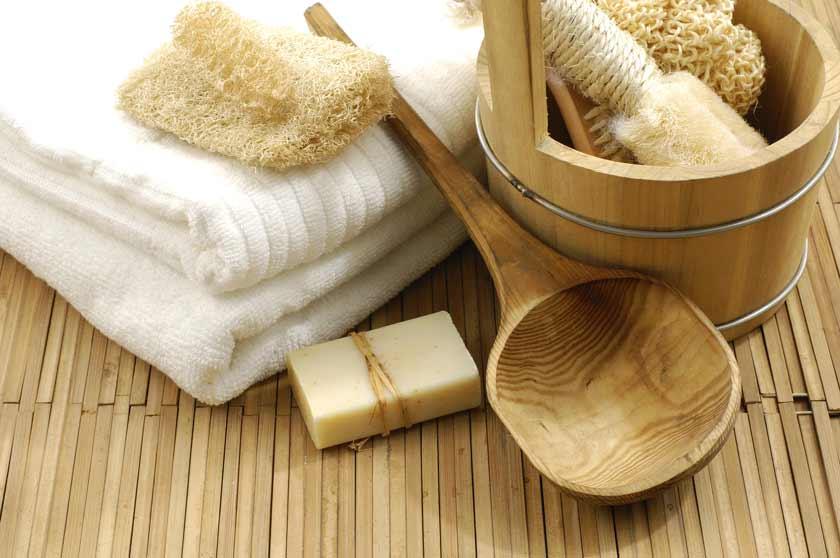 Handtuch und Seife auf Saunamatte